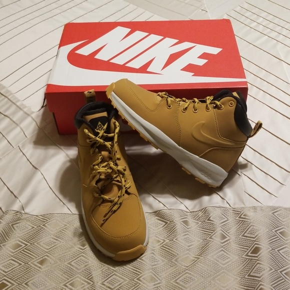 buy popular 8b644 e0371 Nike Manoa Leather Boots Size 2.5 (Youth)